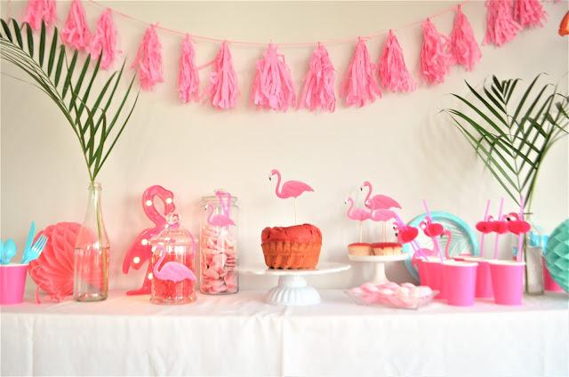 """Hat die einen Vogel?"" Kindergeburtstag Ideen Flamingo Deko"