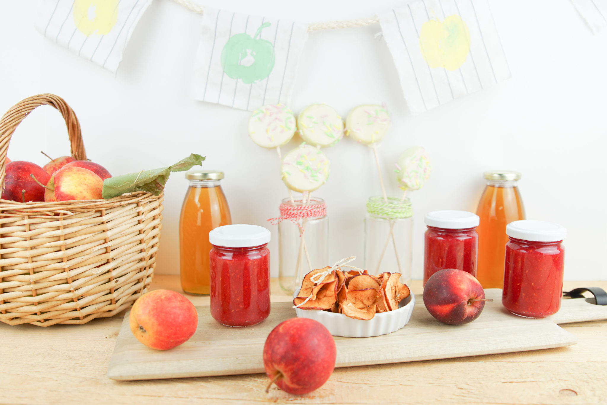 Es ist so weit Apfelzeit: Apfelchips, Apfelsirup, Apfeldruck, Apfelmarmelade, Apfelstiel
