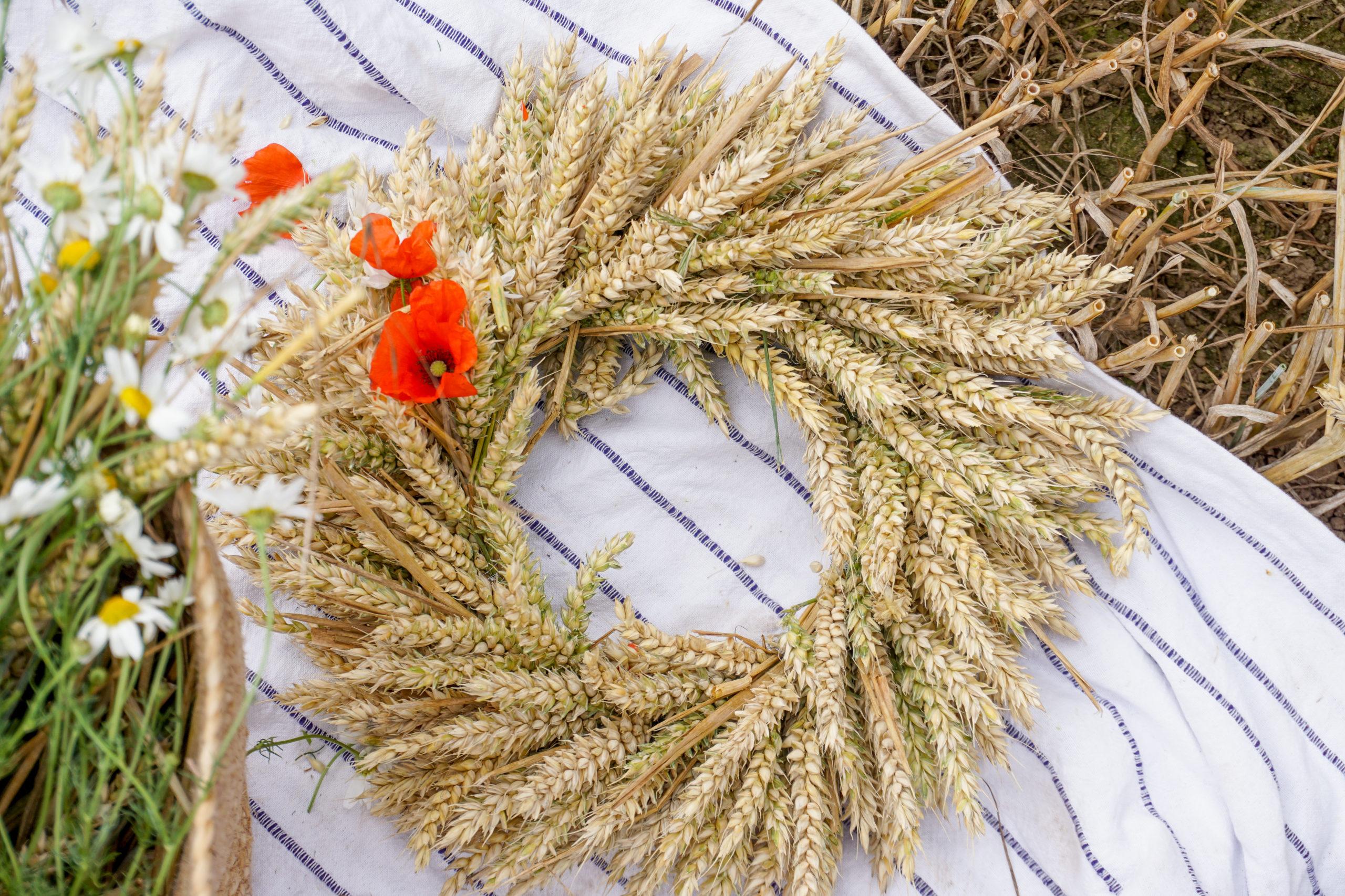 Herbstdeko mit Weizen